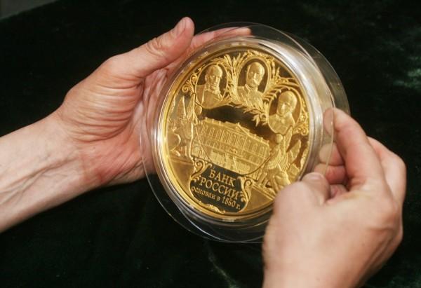 Самая большая золотая монета в России